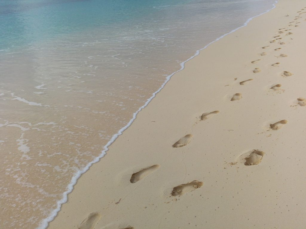 footprints, beach, water-1145883.jpg